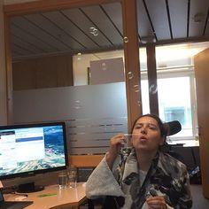 Ingen kan si vi ikke gjør alt vi kan for å leke litt på kontoret 😃😀 #såpebobler #nerddepartment