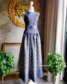 Batik Fashion, Fashion Prints, Fashion Design, Simple Dresses, Casual Dresses, Silk Dress Design, Kurti Embroidery Design, Thai Dress, Traditional Dresses