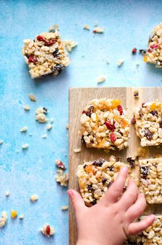Rice Bubble Slice Snappy, Crackly & Poppy Slice Kids Eat by Shanai. A yummy slice that is so easy! This one is nut free so perfect for their lunchbox . Brunch Recipes, Baby Food Recipes, Easy Dinner Recipes, Snack Recipes, Cooking Recipes, Toddler Recipes, Sweets Recipes, Free Recipes, Vegan Recipes