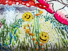 Smiley icon hand embroidery detail @KarenGrenfell. Featured in: Keep Delete: turning messages into keepsakes Paperback – 31 Oct 2012 by Andrea Wilkinson (Author)