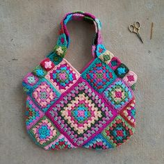 flamingo inspired granny square crochet bag, crochetbug, crochet squares, crochet purse, crochet tote, crocheting, crocheted