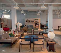 01-um-showroom-com-moveis-desenhados-e-garimpados-por-bel-lobo-e-bob-neri
