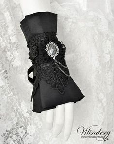 Beautiful Gothic Victorian Cuff Bracelet with cameo, Lolita Vampire Style, Dark Fashion, Elegant Goth Wedding Jewelry, Accessories Victorian Gothic, Victorian Fashion, Gothic Fashion, Vintage Fashion, Gothic Jewelry, Boho Jewelry, Wedding Jewelry, Jewelry Accessories, Jewelry Ideas