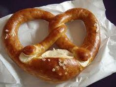 Καλημέρα και καλή εβδομάδα να 'χουμε! Στη σημερινή ανάρτηση φιλοξενούμε μια συνταγή γερμανική, τα γνωστά μας brezel !  Πρόκειται για αυτά τα...