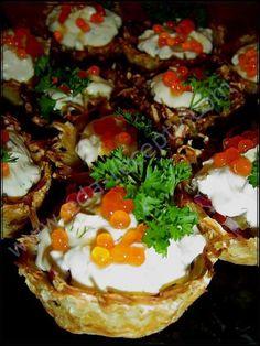Тарталетки картофельные с селедкой и икрой
