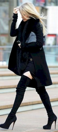awesome 71 Trendy Winter Outfit with Cape http://attirepin.com/2017/12/02/71-trendy-winter-outfit-cape/
