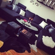 I love the black sectional with the black coffee table.. very slick!