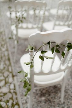 Chloe and Ben's Villa Regina Teodolinda wedding was understated in design as to showcase the natural beauty of Lake Como.