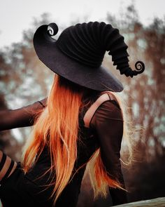 Sinamay Hat Tutorial - - Winter Hat Felt - Coat And Hat Rack - Witch Photos, Halloween Photos, Witch Pictures, Halloween Witches, Halloween Halloween, Autumn Witch, Female Pirate Costume, Pirate Costumes, Season Of The Witch