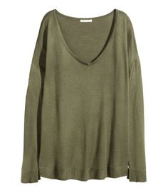 Wide-cut sweater in a soft, fine knit. Low-cut V-neck and long sleeves with short slits at cuffs.