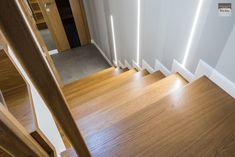 Schody dywanowe, balustrada szklana. Realizacja w Rybniku – Sob-Drew Schody drewniane Interior Stair Railing, Kuta, Entrance, Hardwood Floors, Room Decor, House Design, Interior Design, Led, Columns Inside
