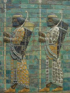 Hombres de Babilonia, Relieve en ladrillo satinado, palacio de Nabucodonosor, ca. s. VII a.C.
