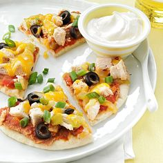 Santa Fe Chicken Pita Pizzas Recipe -This recipe is quick and easy, and because you're making individual pizzas, each one can be altered to suit each person's taste. —Athena M. Italian Recipes, Mexican Food Recipes, Healthy Recipes, Ethnic Recipes, Pizza Recipes, Chicken Recipes, Dinner Recipes, Lunch Recipes, Santa Fe Chicken