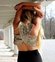 sequin crop top and black something Fashion Killa, Look Fashion, Fashion Beauty, Grunge Style, Mode Style, Style Me, Trendy Style, Trendy Tops, Sexy Bikini