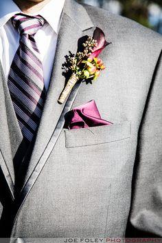 光沢感が上品なポケットチーフはいかが。結婚式・ウェディング・ブライダルで新郎が身に付けるポケットチーフ、おすすめのポケットチーフまとめ。