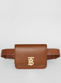 33e5f50557b6 A  Burberry structured bag in smooth leather with a tortoiseshell resin  Thomas Burberry Monogram clasp