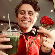 171201 On the 1st day of Christmas my true love gave to me..... A green juice and a red rose..... Happy Dec 1st y'all Love M.O X