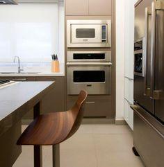 Uma decoração acolhedora. Veja: http://casadevalentina.com.br/projetos/detalhes/feito-para-acolher-554 #details #interior #design #decoracao #detalhes #decor #home #casa #design #idea #ideia #charm #charme #casadevalentina #kitchen #cozinha