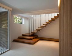 Elegant Floating Staircase Design for Stunning Interior - Best Decor Hub Home Stairs Design, Interior Stairs, Modern House Design, Home Interior Design, Interior Architecture, Staircase Design Modern, Interior Livingroom, Floating Staircase, Staircase Ideas