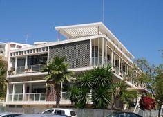 Manuel Gomes da Costa (1921-2016): o motor da arquitectura moderna algarvia - PÚBLICO Algarve, Costa, Portugal, Portuguese, Modern Architecture, Multi Story Building, Mansions, House Styles, Motor