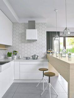 Zdjęcie numer 7 w galerii - 14 sposobów na nowoczesną ścianę nad kuchennym blatem