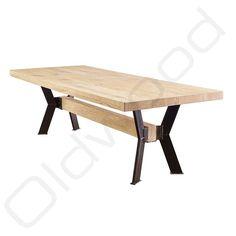 de speelse combinatie van het hout en metaal. Dining Bench, Dining Room, Picnic Table, Table Designs, Kitchen, Furniture, Home Decor, Industrial Table, Mesas