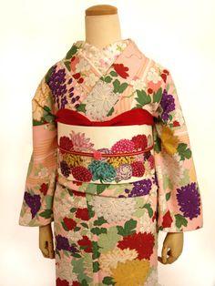 袷着物 花音(はなおと) Traditional Japanese Kimono, Traditional Fashion, Traditional Outfits, Kimono Fashion, Fashion Art, Kabuki Costume, Geisha, Modern Kimono, Kimono Design