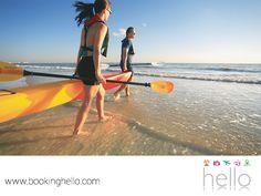 VIAJES EN PAREJA. Hacer kayaking y remar para disfrutar de la playa y su entorno, es una experiencia que debes atreverte a vivir con tu pareja. Esta actividad recreativa, te permitirá divertirte al máximo y compenetrarte con la naturaleza sin dañarla. En Booking Hello te invitamos a adquirir tu pack all inclusive a República Dominicana, donde la tranquilidad de sus aguas les dará la oportunidad de aventurarse a experimentar el kayakismo. #viajesenparejalcaribe