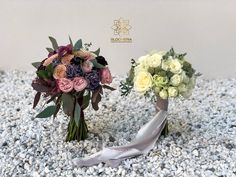 "2 aprecieri, 1 comentarii - BLOOMERIA (@bloomeria.ro) pe Instagram: ""#bloomeria #welcometotheworldofflowers #bouquets #wedding #white #colors"" White Colors, Wedding White, Floral Wreath, Bouquet, Crown, Wreaths, Jewelry, Instagram, Decor"