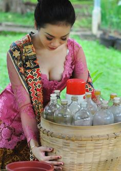 Alya Dior SISILA April 2016 was ready on eskazone wordpress Asian Beauty, Dior, Sari, Poses, Traditional, Creative, Modeling, Beverages, Wordpress
