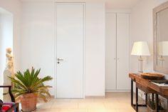 Garderobenschrank flächenbündig in die Wand weiß lackiert Holz Klassisch