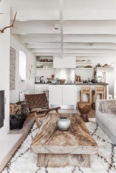Белая кухня в интерьере (60 фото): лучшие цветовые сочетания http://happymodern.ru/belaya-kuxnya-v-interere-60-foto-luchshie-cvetovye-sochetaniya/ Роскошное сочетание белого и коричневого создает ощущение уюта и натуральности