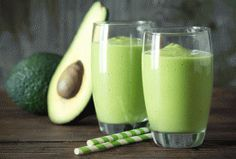 Top 8 green detox smoothie recipes for weight loss? If you have been looking for how to detox your body, checkout these top 8 green detox smoothie recipes. Avocado Smoothie, Smoothie Pomme Kiwi, Avocado Juice, Smoothie Detox, Juice Smoothie, Avocado Shake, Cacao Smoothie, Ripe Avocado, Smoothie Drinks