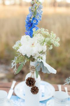 Photography: Kristina Grimm Photography - kristinagphotography.com Floral Design: Fairbanks Florist - fairbanksflorist.net  Read More: http://stylemepretty.com/2012/12/06/outdoor-winter-photo-shoot-from-kristina-grimm-photography/