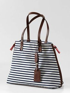 This nautical bag is the perfect place to stash all your beach essentials. #barefootluxury #travelchic  http://www.sailrocksouthcaicos.com