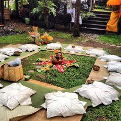 #BookingYeah moment: #hindu #ceremony with #grandmaster #yogis #yoga #meditation #mindfulness #omunity #bali www.omunitybali.com #zen #om