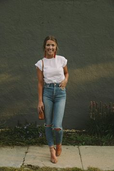 Most easy neutral Outfit - unaufregend aber schönes Outfit mit Momjeans und weißem Shirt # fashion inspo Casual Outfits ideas Let's spend 4 whole weeks together! One on one (The Daybook) Mode Outfits, Fashion Outfits, Fashion Trends, Easy Outfits, Fashion Ideas, Fasion, Jeans Fashion, Fashion Story, Ladies Fashion