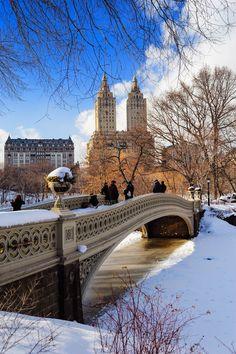 Der schneebedeckte Central Park, zur Weihnachts- und Winterzeit ein sagenhafter Anblick! Macht doch eine kurze Pause und erholt euch vom Christmas Shopping!