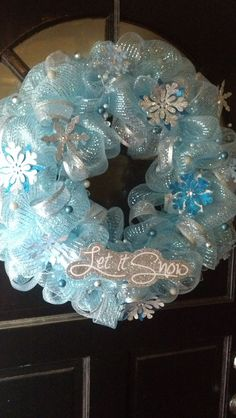 deco mesh wreaths Let It Snow Deco Mesh Wreath Mesh Ribbon Wreaths, Christmas Mesh Wreaths, Tulle Wreath, Deco Mesh Wreaths, Christmas Deco, Winter Wreaths, Burlap Wreaths, Yarn Wreaths, Floral Wreaths