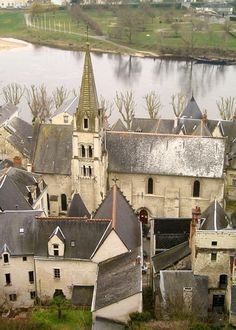 Chinon, a Loire Valley town of on the banks of the river Vienne where Joan of Arc met with the Dauphin French Country Style, French Country Decorating, French Chic, The Places Youll Go, Places To Go, Sites Touristiques, The White Album, Joan Of Arc, Dordogne
