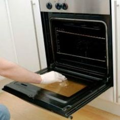 How to clean inside double glass oven doors. Note: If normal glass cleaner does not remove the debris, try the cleaning products designed for glass stove tops. They're stronger than glass cleaner and designed to remove food debris. Deep Cleaning Tips, House Cleaning Tips, Diy Cleaning Products, Cleaning Solutions, Spring Cleaning, Cleaning Hacks, Office Cleaning, Cleaning Spray, Self Cleaning Ovens