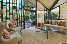 2225 MONTECITO Dr San Marino, CA 91108. Look at that glass screen!