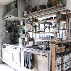 どうにもならないと思っていたシンク周りも、扉の作り変え、吊り戸棚撤去、棚を追加、壁紙やタイルで大変貌♪♪ #DIYTILE#tile#モザイクタイル#interior #industrial #interior #インテリア #DIY #セルフリノベーション #キッチン #男前インテリア #kitchen #ディスプレイ #カフェ風インテリア #interiordecor #見せる収納 #homedecor #rustickitchen #rusticinterior
