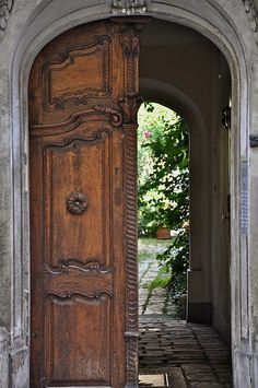 Old Entrance In The Josefstadt District Of Vienna   Beautiful Cobblestones  And Carved Door