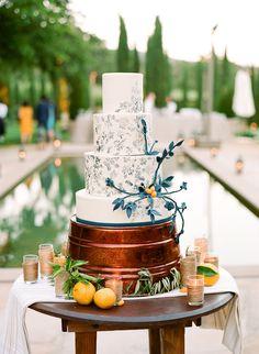 Wedding Cake from StudioCake.com on http://www.StyleMePretty.com/2014/03/24/elegant-picnic-wedding-with-a-fresh-color-palette/ - Photography: Lisa Lefkowitz - lisalefkowitz.com on #SMP
