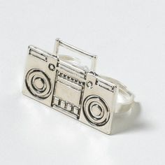 boombox two finger ring
