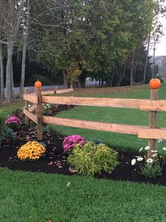 Gardening – Gardening Ideas, Tips & Techniques Garden Front Of House, Front House Landscaping, Garden In The Woods, Outdoor Landscaping, Lawn And Garden, Outdoor Gardens, Farm Fence, Backyard Fences, Horse Fence