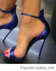 239219f47a4cab Amazing navy sandals and red nails