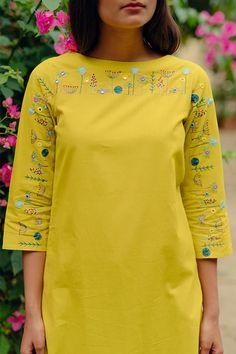 Embroidery On Kurtis, Hand Embroidery Dress, Kurti Embroidery Design, Embroidered Clothes, Embroidery Patterns, Simple Kurti Designs, Kurta Designs Women, Blouse Designs, Kurta Style
