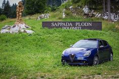 Esencja Italii: stylistycznie doskonała Alfa Romeo Giulietta w pięknych krajobrazach włoskich Dolomitów! #AlfaRomeo #Giulietta #Dolomity